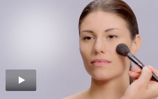 Watch Global Makeup Artist Luis Casco use Mary Kay® brushes.